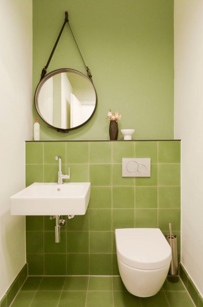бело-зеленый туалет