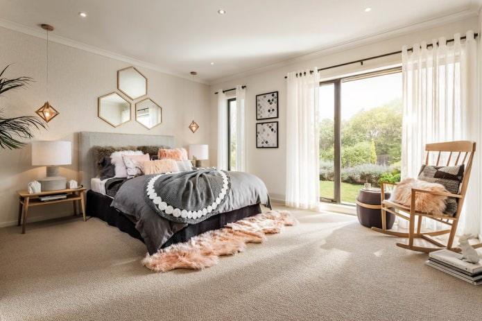 бежевый ковер в спальне