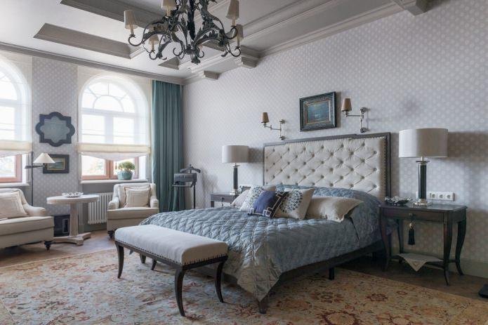 Кровать классической формы