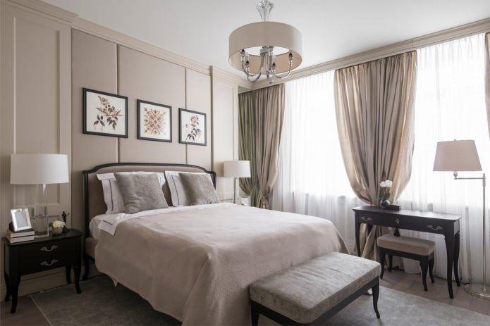 торшер, настольные лампы и люстра в спальне