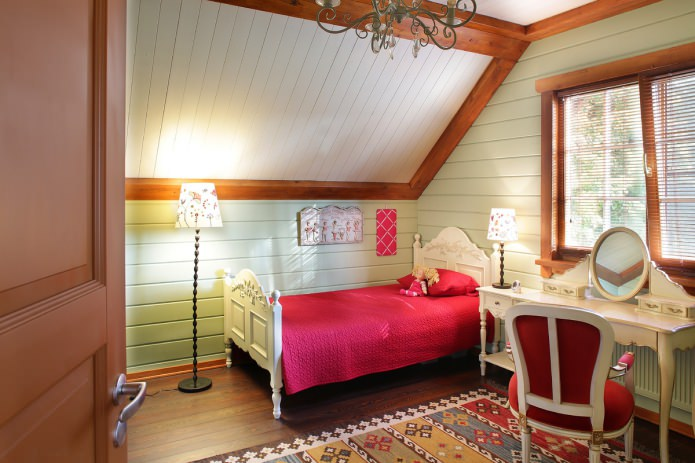 спальня девочки на мансарде в американском кантри стиле