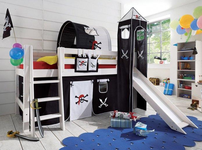 пиратский интерьер с кроватью-чердаком