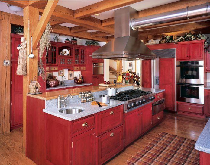 мебель из массива в просторной кухне
