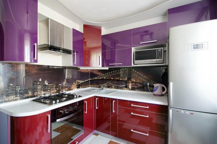 Красно-фиолетовый гарнитур