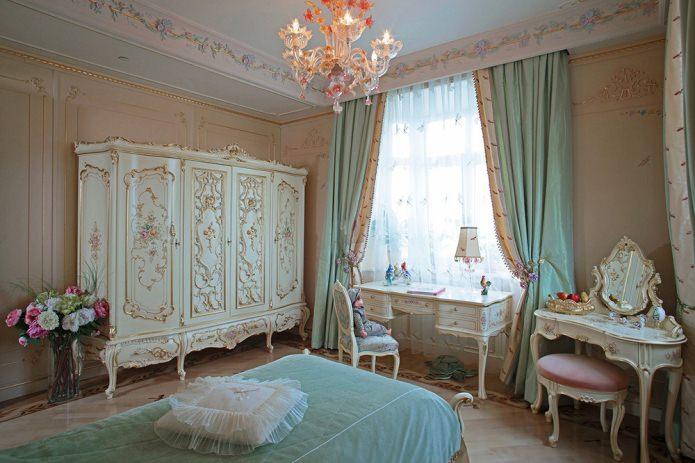 бирюзовые портьеры в классическом стиле