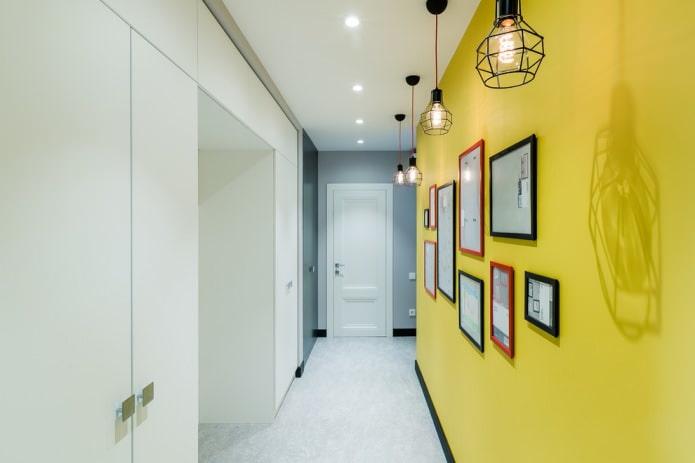 Бело-желтый коридор