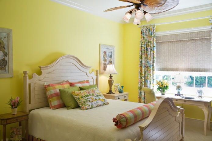 Бежево-желтая спальня