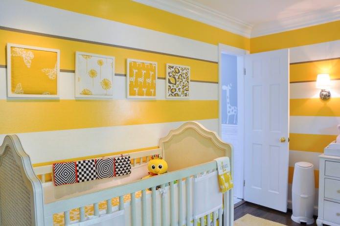 комната для новорожденного в желтом цвете