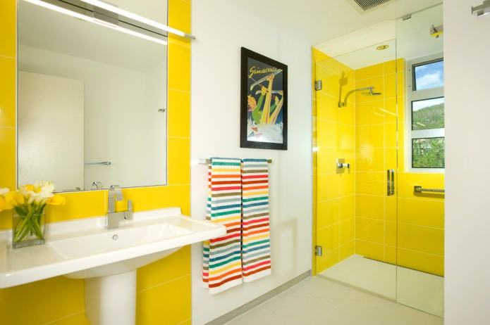 бело-желтая ванная