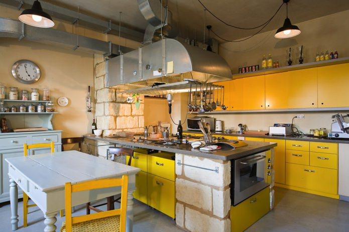 лофт в кухне в желтых цветах