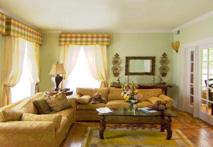 ковер шартрез с желтым тюлем и диваном
