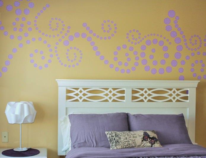 Сиренево-желтая спальня