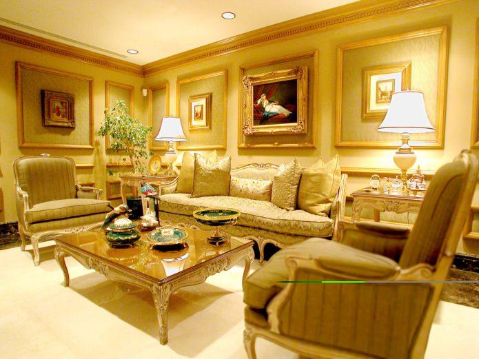 Классический стиль в желтой гостиной