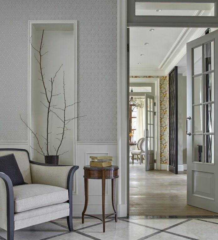 белые стеклянные двери в классическом интерьере