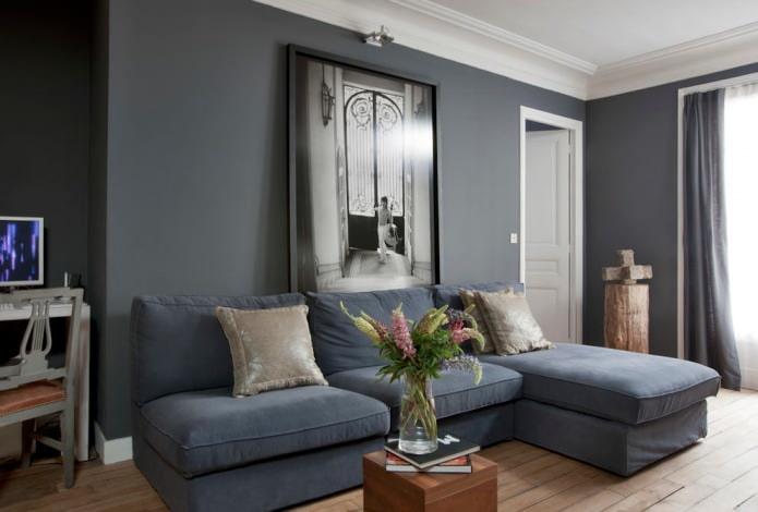 серый диван в современном интерьере гостиной