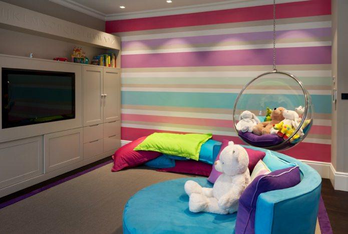 полосатый разноцветный интерьер в современном стиле