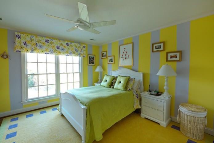 салатовые полосы на стенах в спальне