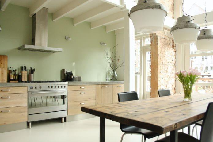 эко-кухня с оливковыми стенами и кирпичной перегородкой