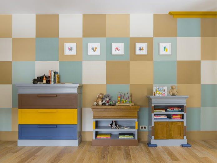 Покраска стен квадратами