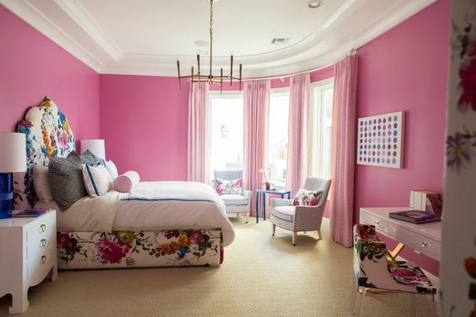 розовая покраска стен