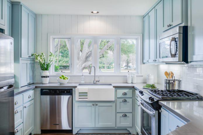 Пластиковые белые панели в кухне