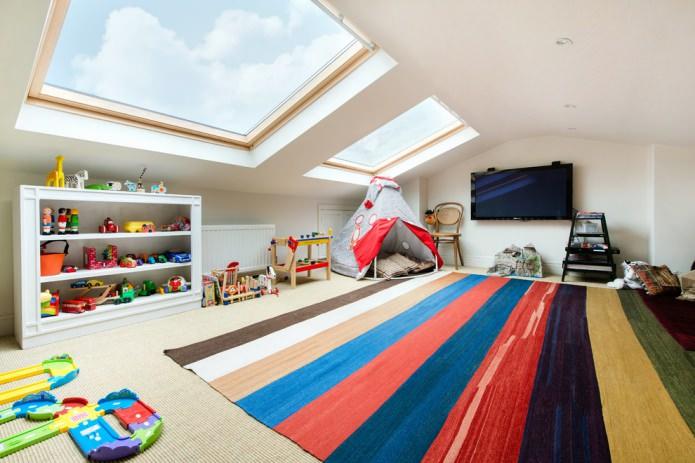Мансардный потолок белого цвета