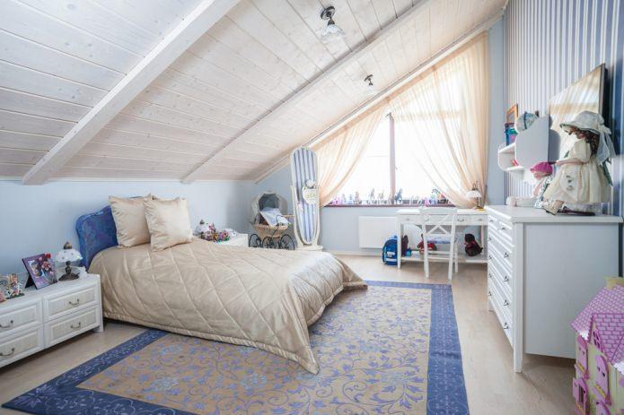 деревянный мансардный потолок