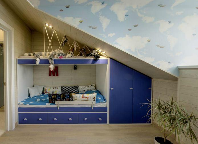 мансардный потолок в детской