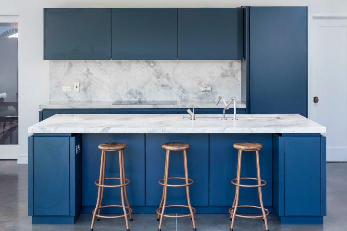 матовая поверхность на кухне в минимализме