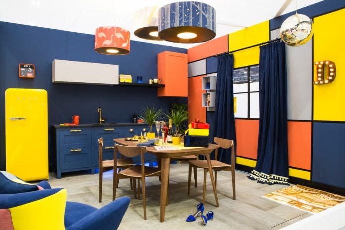 оранжевые вставки в синей кухне