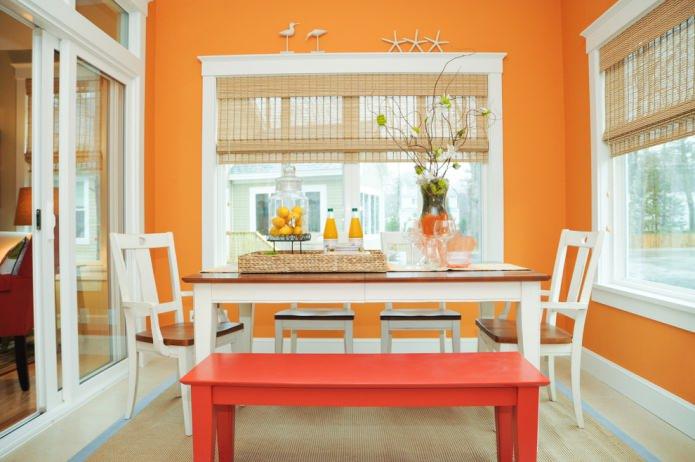 столовая в оранжевых тонах
