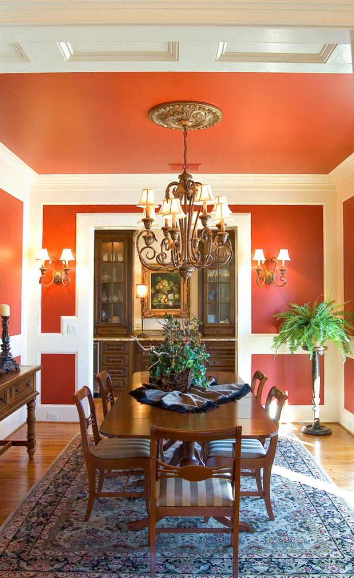 классическая столовая в оранжевых тонах