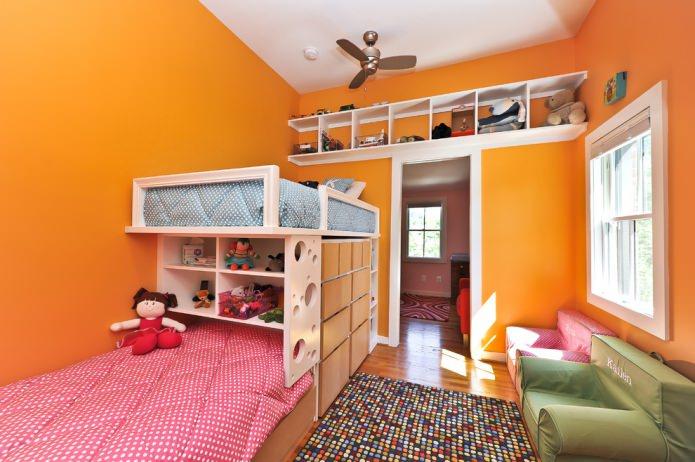 сочная детская в оранжевых тонах