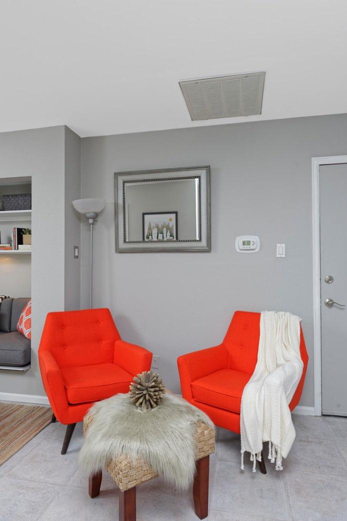 два оранжевых кресла