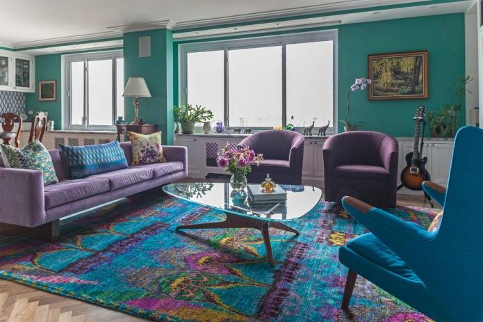Фиолетово-бирюзовая гостиная