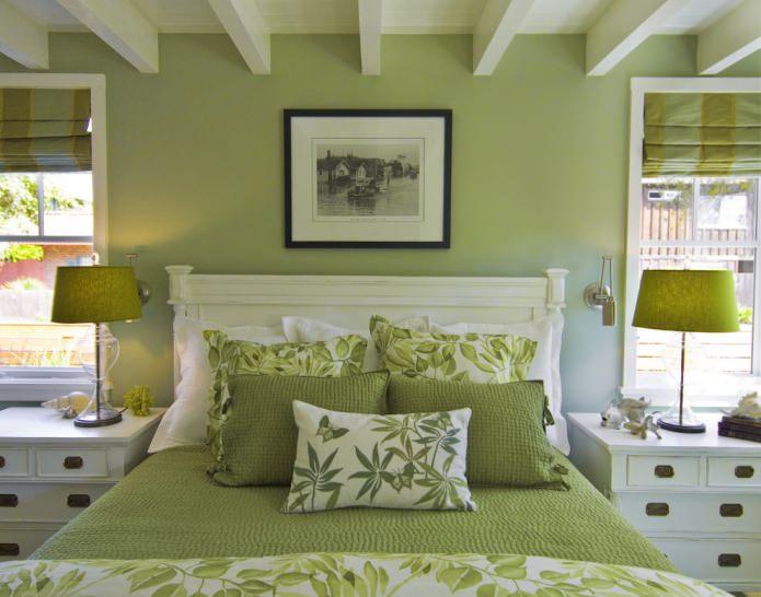 Бело-оливковая спальня