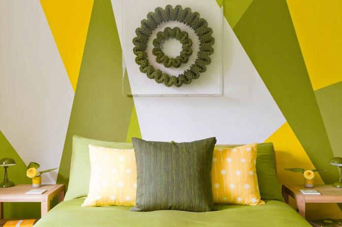 Желто-оливковая спальня
