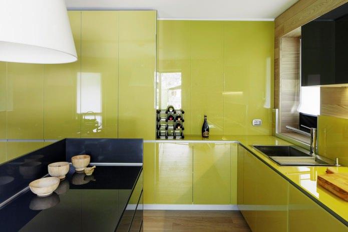 глянцевый гарнитур оливкового цвета