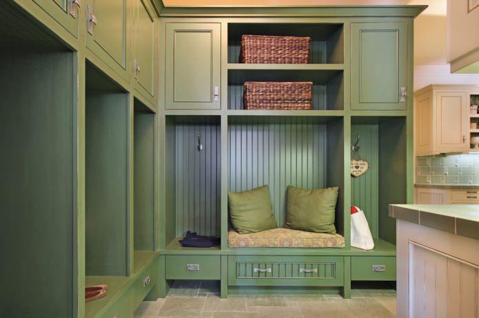 шкаф в прихожей в оливковых тонах