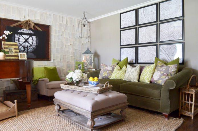 интерьер гостиной с салатовыми подушками