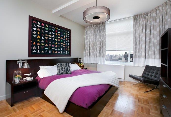 Серо-белые шторы в спальне