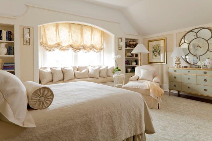 бежевые французские шторы в спальне