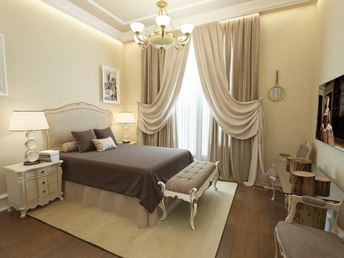 бежевая спальня с коричневым покрывалом