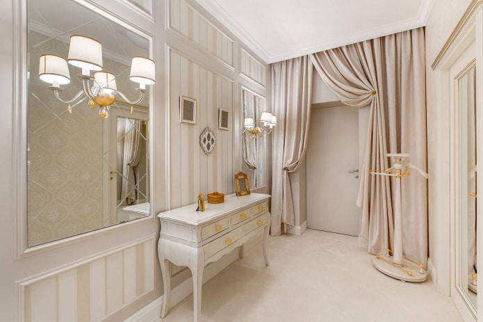 золотые держатели для штор в ванной