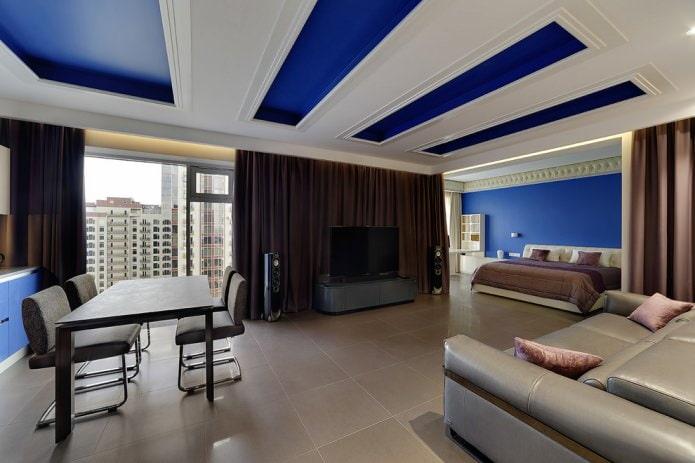 Бело-синий потолок