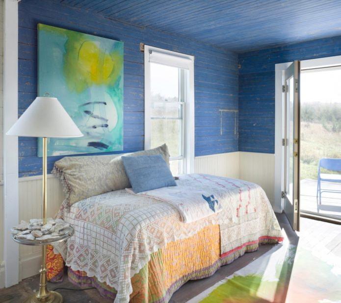 Деревянный синий потолок