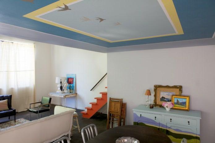 Сине-желтый потолок