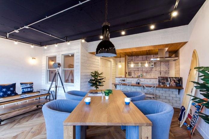 синий потолок в стиле лофт