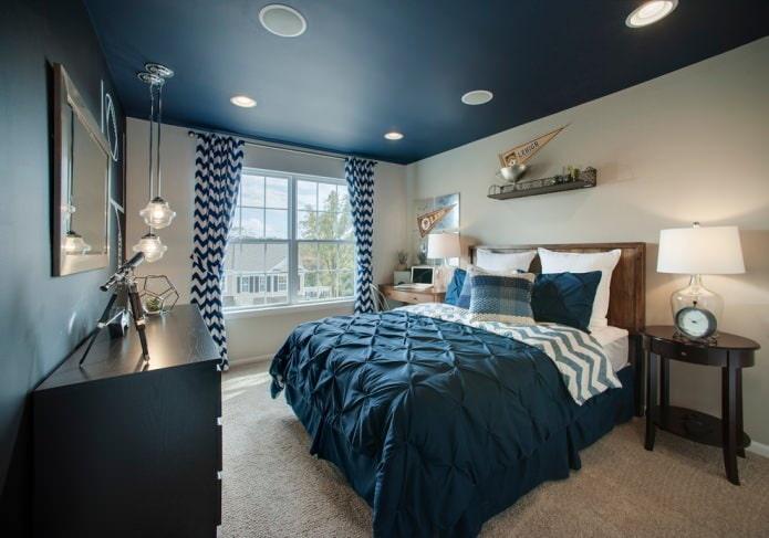 Темно-синий потолок