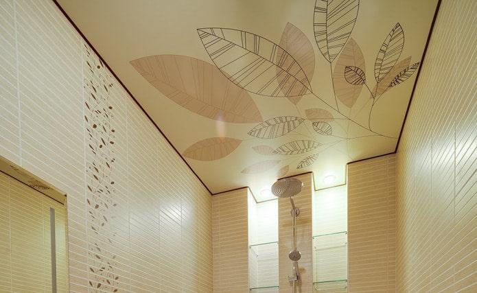Фотопечать на потолке в ванной